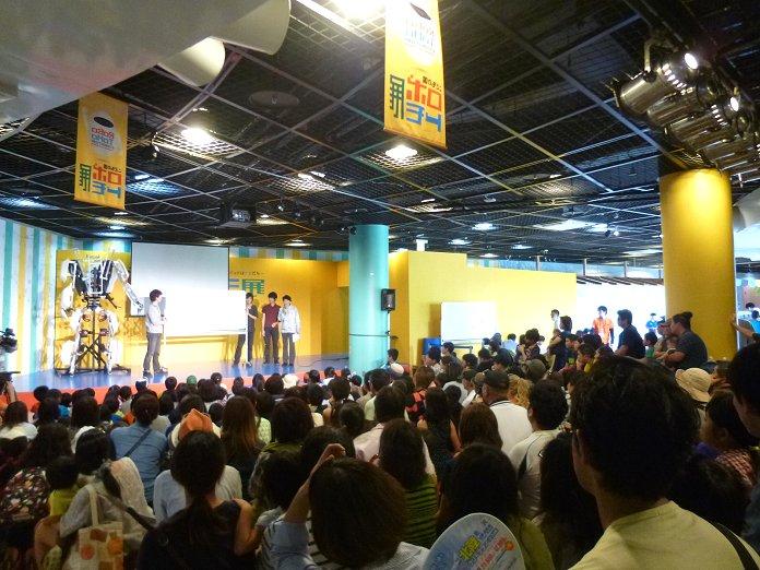2013年11月に沖縄こどもの国ワンダーミュージアムで開催された「ロボトモ展」で、スケルトニクスを披露し、多くの子供の歓声を集めていた。